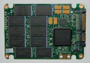 Intel-SSD-320-Series-160GB-03